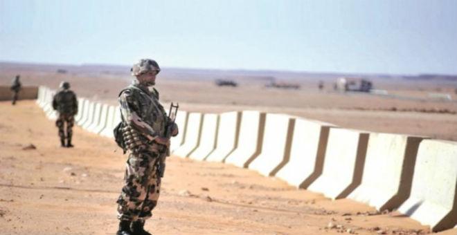 تونس..توقيف سيارتين محملتين بالأسلحة على حدودها مع ليبيا
