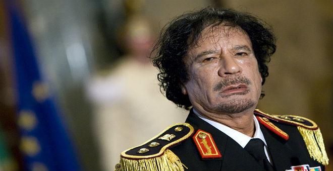 كاتب جزائري يتقمص شخصية القذافي