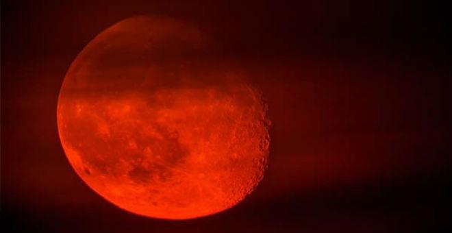 28 أكتوبر..يوم يشاهد فيه المغاربة ''القمر العملاق''