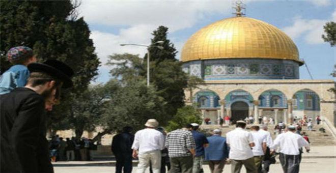 الإسرائليون يواصلون استفزاز الفلسطينيين باقتحام المسجد الأقصى