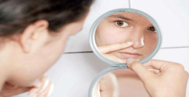 احذروا.. إزالة شعر الأنف بالشمع يشكل خطرا على حياتك