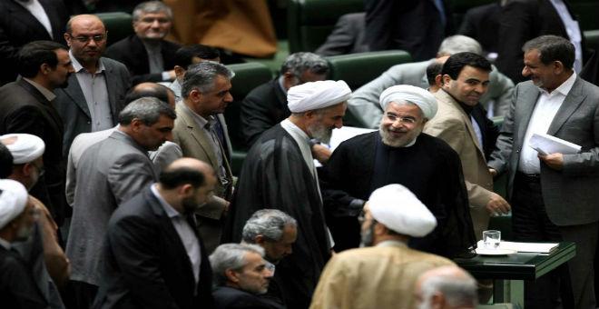 البرلمان الإيراني يقر الاتفاق بخصوص البرنامج النووي