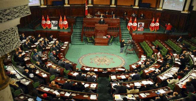 تونس: البرلمان ينفي الاتفاق مع الحكومة لتأجيل دراسة مشروع المصالحة