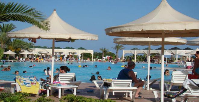 الهجمات الإرهابية...ضربة موجعة للسياحة بتونس ومصر
