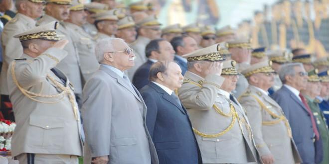 الرئيس الجزائري عبد العزيز بوتفليقة والجنرالات
