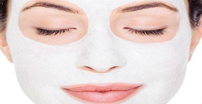 اكتشفي طريقة استخدام الطين الأبيض لعلاج 11 مشكلة جمالية