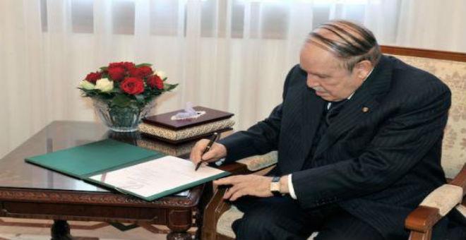 الجزائر.. الرئيس بوتفليقة يوقع على قانون المالية 2016