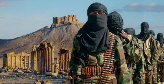 داعش يفجر أعمدة في تدمر علق عليها ثلاثة أسرى