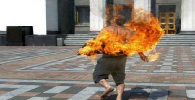 شاب تونسي يلقى مصرعه بعد إضرام النار في نفسه