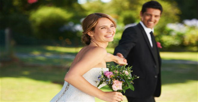 موقع يمنح 10 آلاف دولار للراغبين بالزواج