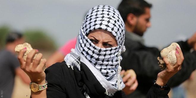 يلقين الحجارة ويصنعن المولوتوف .. مشاركة الفلسطينيات في النضال ليست جديدة