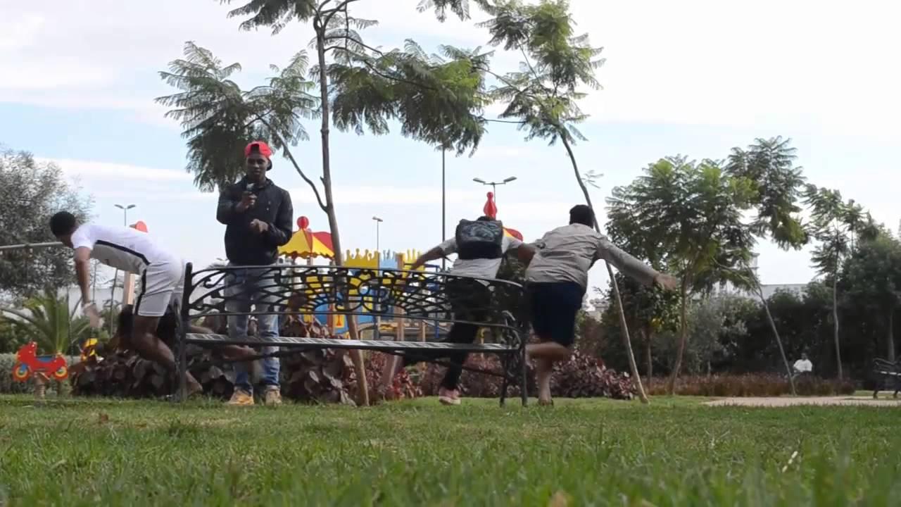 فيديو : اهانة شاب افريقي و الرد كان بالمسدس