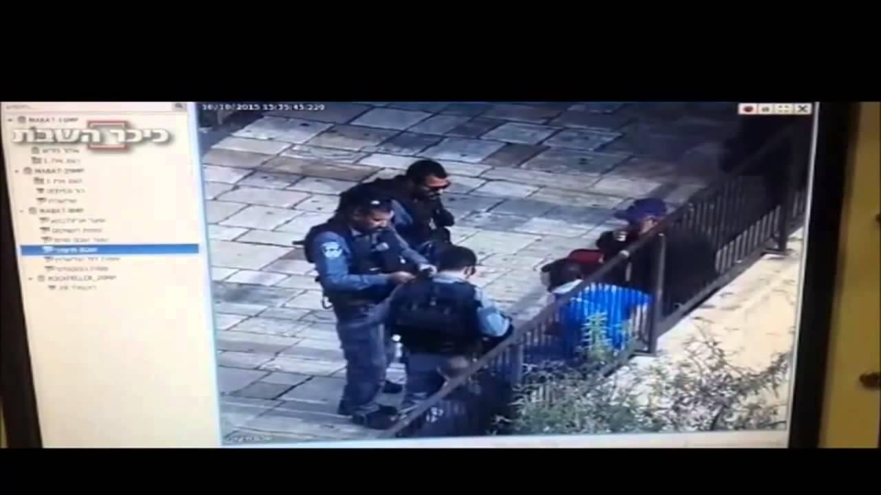 شاهد اللحظة التي طعن فيها فلسطينيا جنود الإحتلال الإسرائيلي