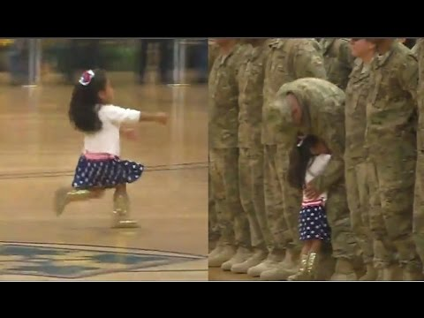 طفلة تخرق عرضا عسكريا.. لتعانق والدها !