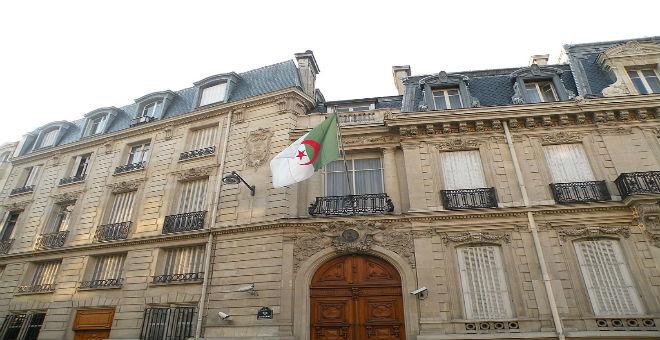 التقشف يدفع الحكومة الجزائرية لتقليص نفقات سفاراتها