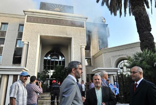 بالصور..النيران تلتهم مؤسسة ''الضحى''