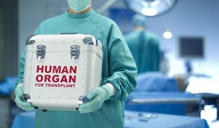 طاقم طبي مغربي يجري 4 عمليات ''ناجحة'' في آن واحد