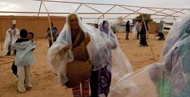 بالصور..الفيضانات تعمق معاناة سكان مخيمات تندوف..والجزائر تستغلها سياسيا