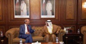 وزير التشغيل المغربي خلال استقباله من طرف نظيره القطري