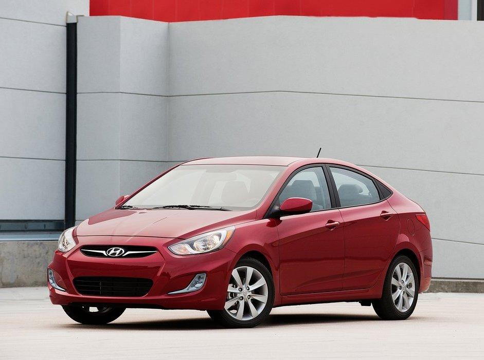 Hyundai-Accent_2012_1024x768_wallpaper_0c