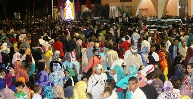 آلاف المحتجين أمام المينورسو يفاجأون بمرور الملك محمد السادس في سيارته الخاصة