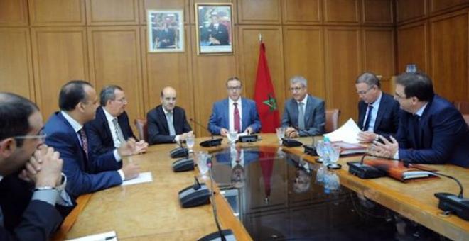 بروتوكولا اتفاق لإتمام مشاريع السكك الحديدية والماء والكهرباء في المغرب