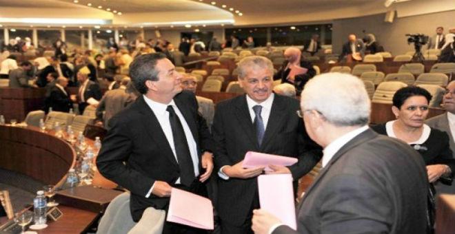 سياسي جزائري: الفساد يعشعش في دواليب السلطة بالبلاد