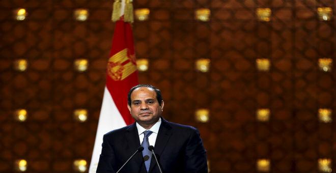 السيسي يدعو لرفع حظر السلاح المفروض على قوات حفتر