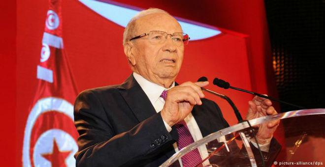 السبسي: يجب مناقشة تونس قبل أي تدخل عسكري في ليبيا