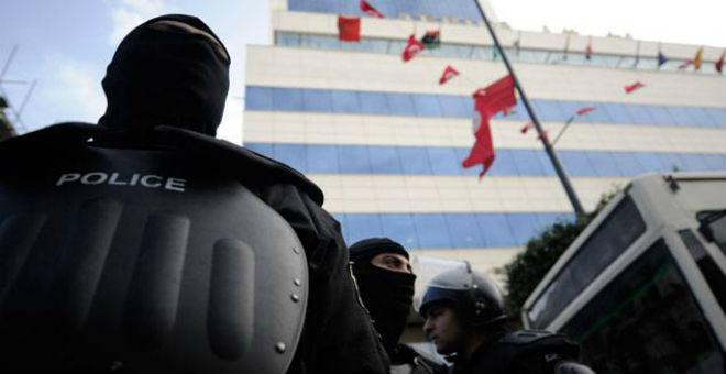 تونس: توقيف 4 مشتبه بارتباطهم بانتحاري حافلة الأمن الرئاسي