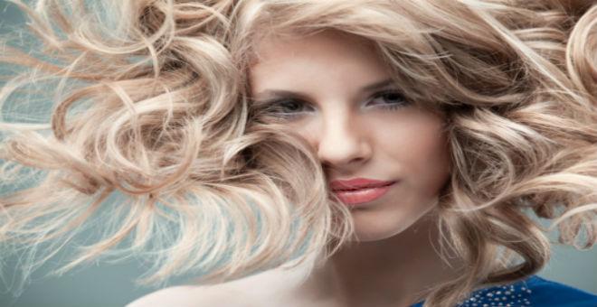 4 خطوات تجعل شعرك الدهني جذابا