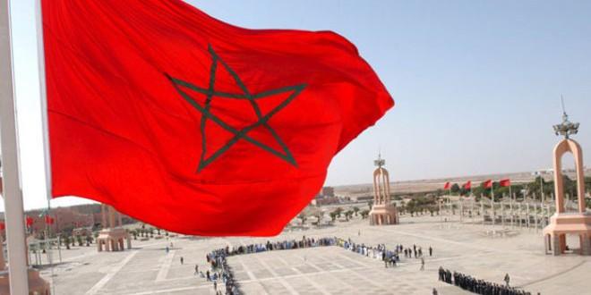 العلم المغربي يرفرف في سماء العيون كبرى حواضر الصحراء المغربية
