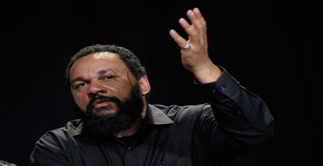 المحكمة الأوروبية تتهم الفنان الفرنسي ديودوني