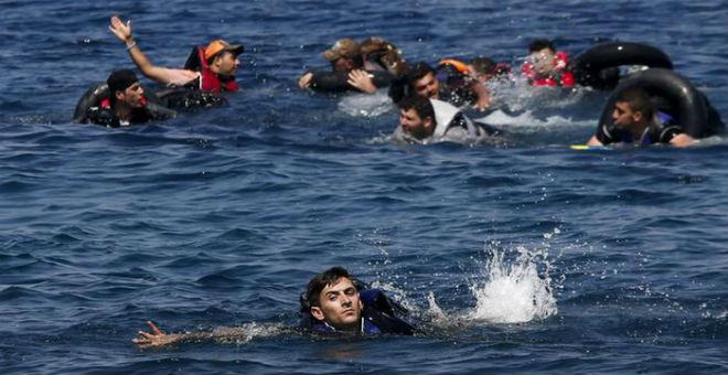 خفر السواحل اليوناني متهم بإغراق قوارب اللاجئين السوريين