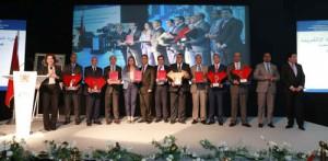 المتوجون بالجائزة في صورة جماعية