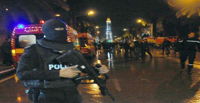هل رصد هاكر مكالمة مفجر حافلة الأمن الرئاسي التونسي وداعش؟