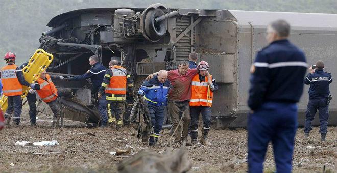 فرنسا: 10 قتلى في انزياح قطار سريع عن سكته.. والأسباب مجهولة