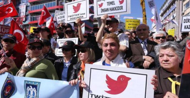 المفوضية الأوروبية تحذر الحكومة التركية بسبب تراجع حرية التعبير