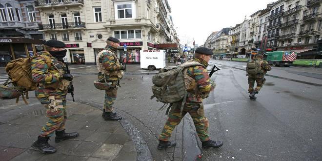 جنود بلجيكيون يجوبون شوارع العاصمة بروكسيل