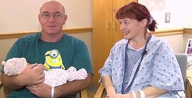 حامل تضع مولودها ساعة واحدة بعد علمها بالامر