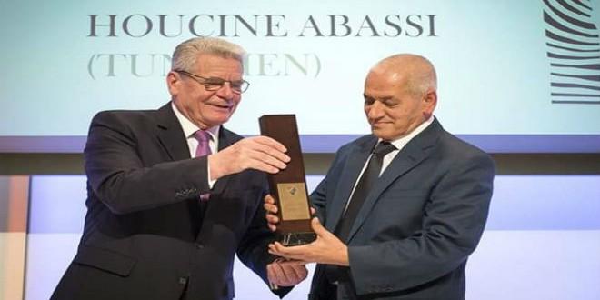 تتويج حسين العباسي بجائزة مؤسسة إفريقيا بألمانيا