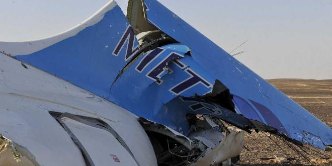 حطام الطائرة الروسية في صحراء سيناء