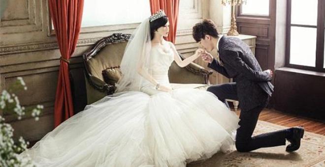 بالصور.. هذا الشاب اختار الزواج بدمية.. والسبب