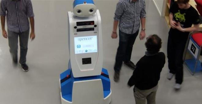 روبوت مخصص للمطارات يضمن ألا تفوت رحلتك