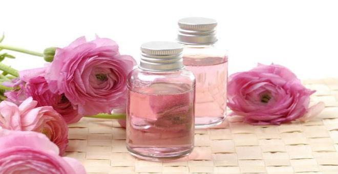 جربي وصفات زيت الورد لبشرة كبياض الثلج