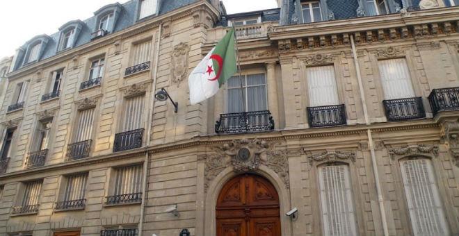 خليتا أزمة جزائريتان لمتابعة تطورات هجمات فرنسا