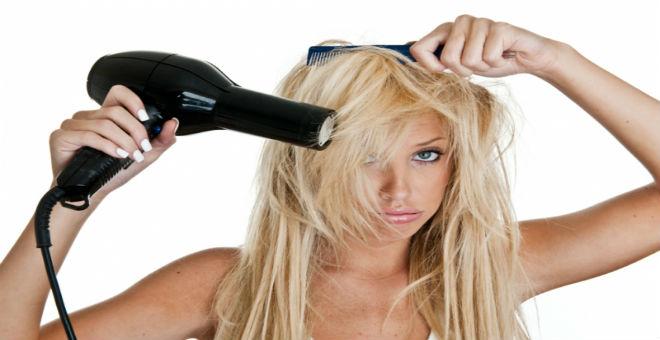 10 تصرفات تدمر صحة شعرك دون علمك