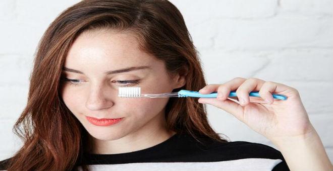 تعلمي استخدام فرشاة الأسنان للحفاظ على جمالك!