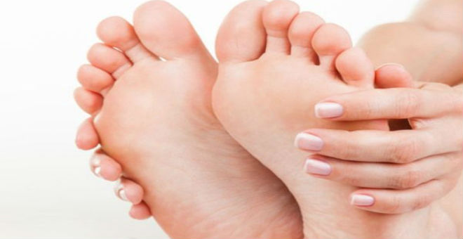 طريقة سهلة لعلاج فطريات أظافر القدمين