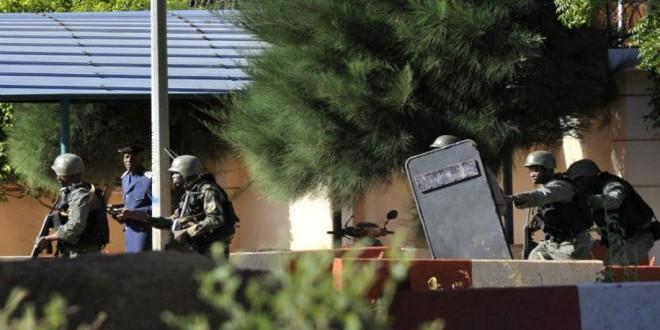 تحرير 7 رهائن جزائريين كانوا محتجزين بفندق راديسون بباماكو